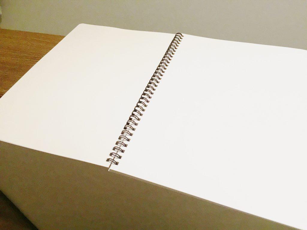 真っ白なノートです