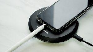 置くだけ充電しながらiPhoneにApplePencilを挿す