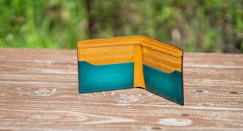 強い日差しの中撮った財布